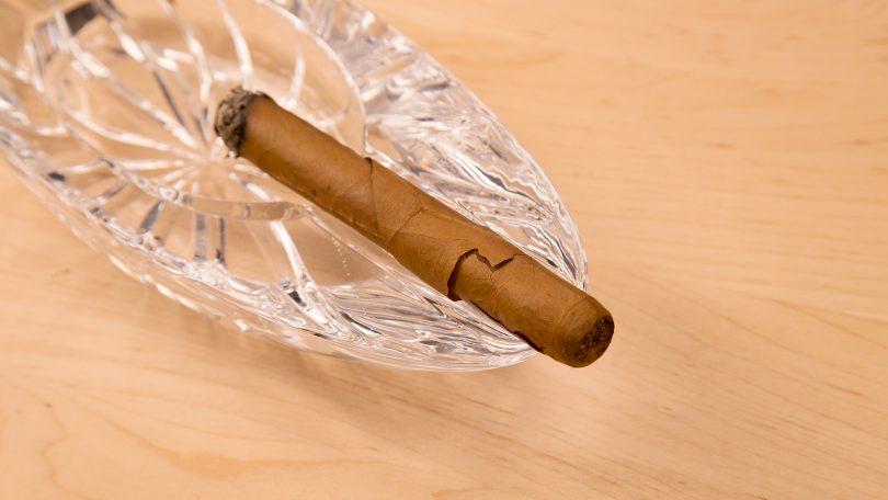 xì gà bị nứt